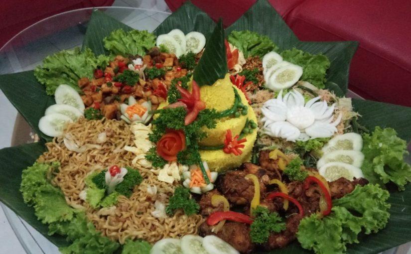 Tumpeng tahun baru nasi kuning porsi 10 orang